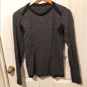 Lululemon Gray Black Long Sleeve